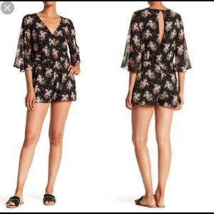 EVERLY Floral Printed Romper XS.